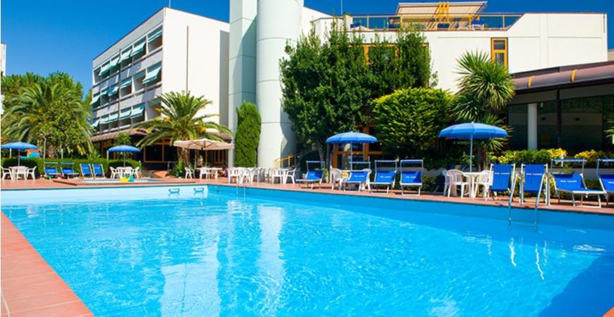 hotel-paradiso-piscina