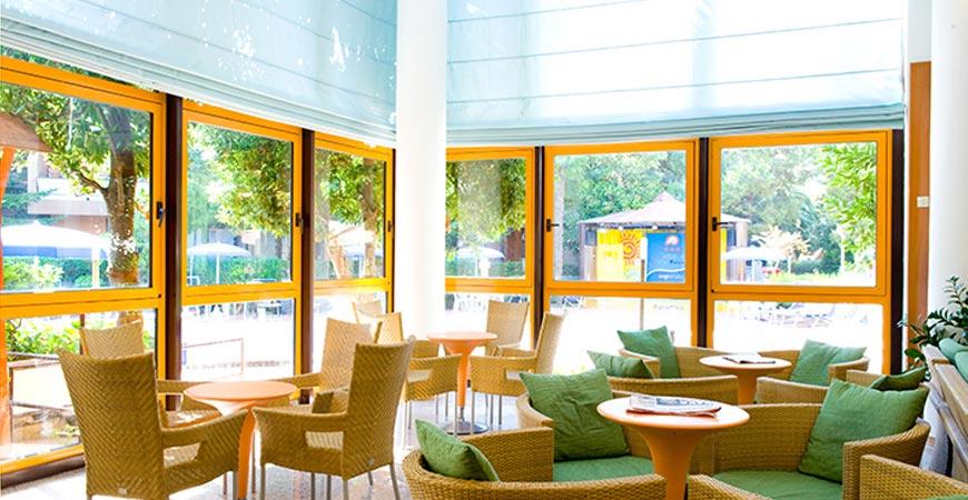 hotel-paradiso-reception2