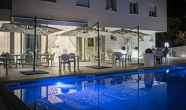 hotel-villa-sofia-piscina-sera