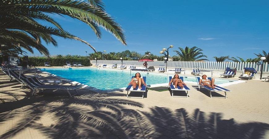 piscina-hotel-maxims