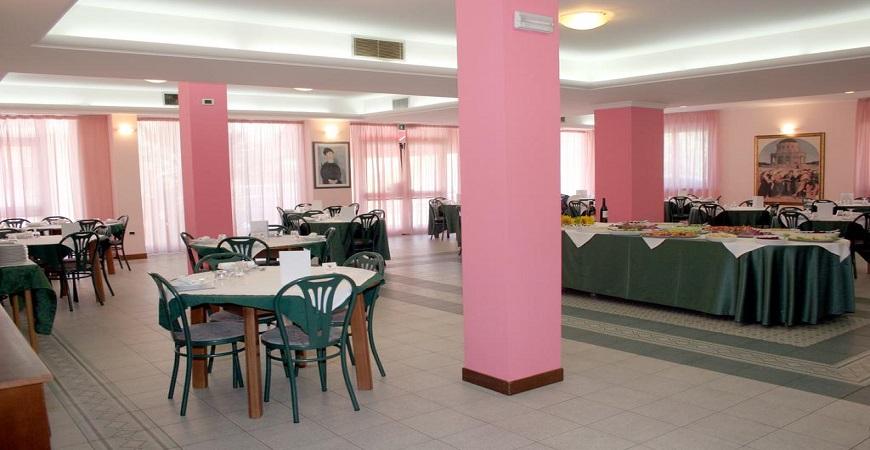 sala-interna-hotel-mediterraeo